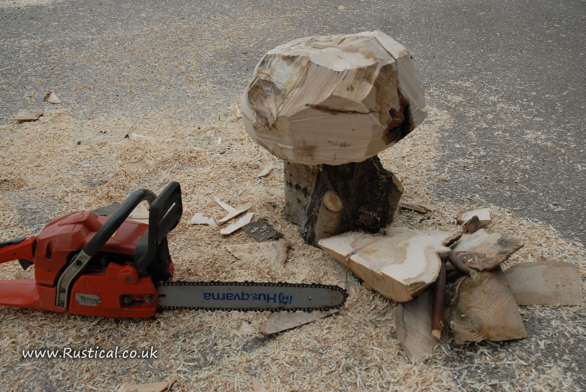 Roughing out the rough shape with a chainsaw
