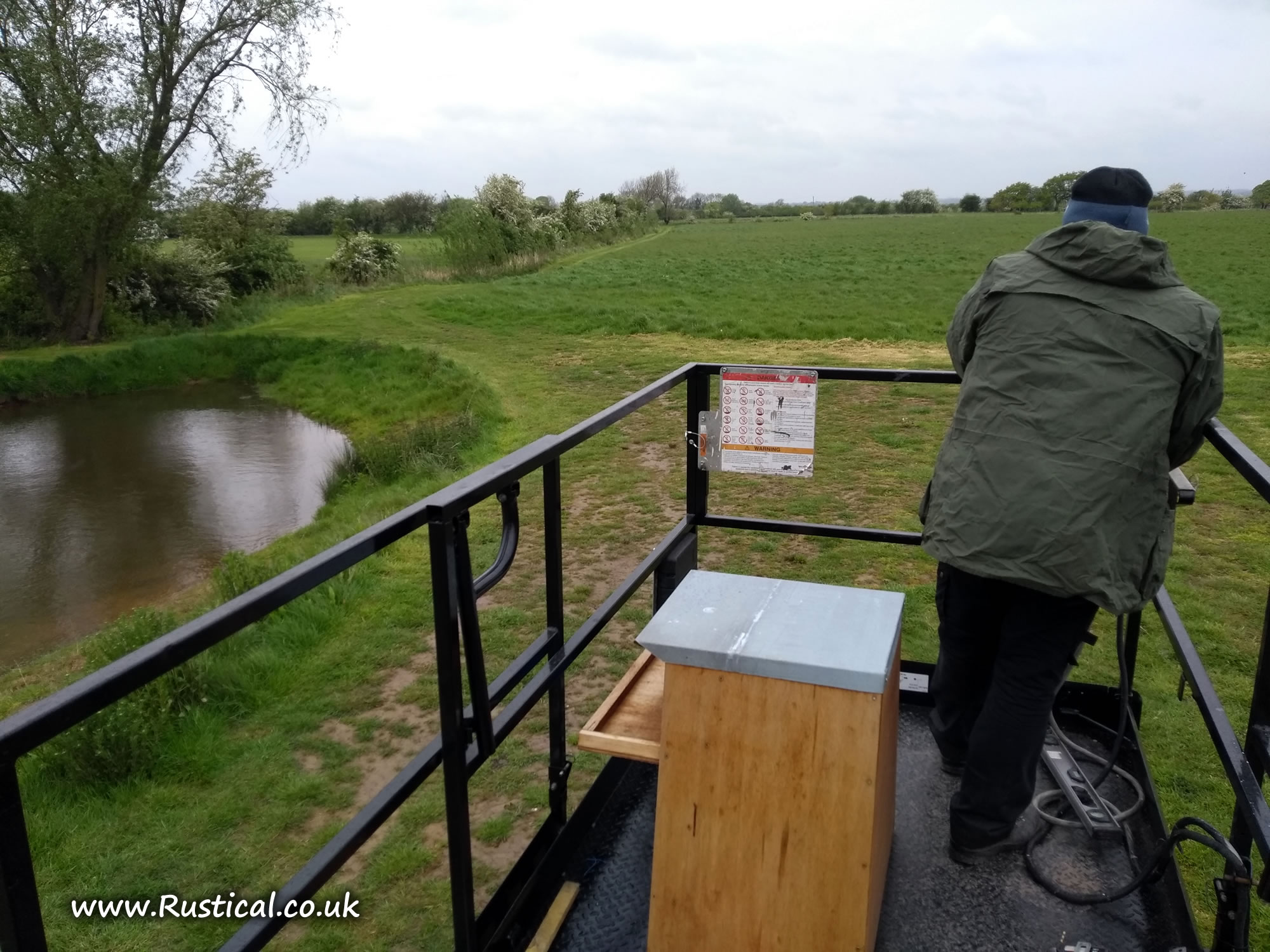 Barn owl box on access platform
